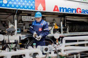 tankowanie zbiornika gazem płynnym przez wykwalifikowanego kierowce